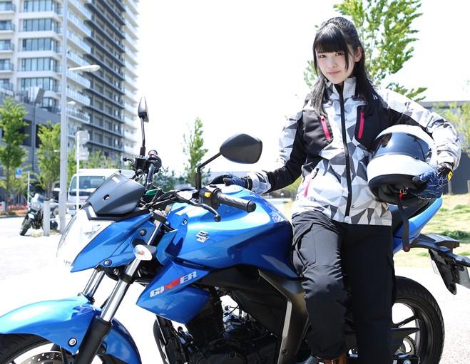 神谷えりな バイク